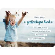 Postkarte - Hinter jedem großartigen Kind
